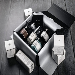 Black Friday weekend is the perfect time to get all your Christmas shopping done 🌟  We know it's a little difficult this year so we've made it easier for you with our carefully curated gift boxes 🎁  They're UP TO 44% OFF this weekend and would make the perfect surprise under the tree this Christmas 🎄 . . . #avantskincare #blackfriday #blackfridaydeals #blackfridayskincare #skincaredeals #blackfriday2020 #crueltyfree #crueltyfreeskincare #sustainableskincare #giftboxes #christmasgifts #christmasgiftideas