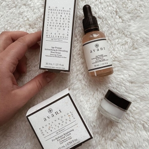 Our Age Prestige Anti-oxidising & Detoxifying Rose Serum and Pro-Radiance Brightening Eye Final Touch work so well together, pictured here by the lovely @blondjuju 💓   Apply the serum first, massaging it into the face, then pop the eye cream under your eyes for the perfect illumination 🌟  . . . #eyecream #serum #perfectpair #avantskincare #cleanbeauty #crueltyfreebeauty #luxuryskincare #greenbeauty #skincarereview #sustainableskincare