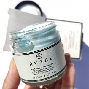 @noekoalita says she loves the light texture of our Pro-Intense Hyaluronic Acid Illuminating Day Cream and how it absorbs into the skin 💧  We don't want our moisturisers to feel too heavy on the skin, so a lightweight texture is very important to us ✨ . . . #moisturiser #avantskincare #avantproducts #hyaluronicacid #skincareroutine #crueltyfree #crueltyfreebeauty #cleanbeauty #skincareroutine #skincareproducts #brighteningskincare