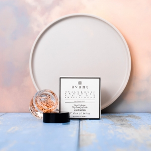 The Velvet Perfecting Rose Sugar Lip Scrub is fortified with incredible ingredients such as Rose, Peony and Sweet Almond 👄   Rose works to buff away dead skin cells and impurities to reveal soft, fresh and youthful lips 🌹 . . . #avantproductsofthemonth #glycolicacid #moisturiser #lipscrub #sleepingmask #skincareroutine #skincarehaul #avantskincare #cleanbeauty #crueltyfreebeauty #luxuryskincare #greenbeauty #skincarereview #sustainableskincare #skincareroutine #rose