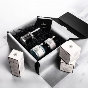 Our Infinite Youth gift box contains three of our most loved Avant products:   - Pro-Intense Hyaluronic Acid Illuminating Day Cream - R.N.A. Radical Firmness Anti-Ageing Serum - Deluxe Hyaluronic Acid Vivifying Face and Eye Night Cream   Buy it today and you can save a massive £126 🌟 . . . #avantgiftbox #christmasgifts #avantskincare #avantproductsofthemonth #christmasgiftideas #bestdeals #skincaregifts #crueltyfree #sustainableskincare #newlaunch