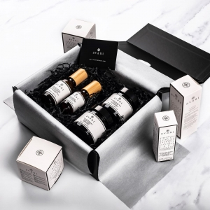 🌟 EXCLUSIVE GIFT BOX GIVEAWAY 🌟  Do you want to win one of our brand new Bio Regimen gift boxes, worth £399? 🎁   We're giving away this gorgeous box to one lucky person subscribed to our mailing list! All you have to do is sign up via the link in our bio to be in with a chance of winning 🌟  Tag a friend you know would love this gift box to be sure they sign up 👫  The giveaway closes on Friday the 30th of October at 11:59pm so sign up NOW!   GOOD LUCK 🤞🏼 . . . #giveaway #skincaregiveaway #avantskincare #newlaunch #christmasgifts #crueltyfree #skincareset #avantgiftbox #giftsets #competitiontime