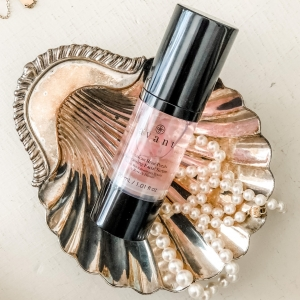 "Thank you @artoffrenchbeauty for your wonderful review of our Damascan Rose Petals Revitalising Serum  ""I feel like royalty when I apply. It smells like a garden filled with my favorites. And it's a great multitasker too—it refines the skin by buffing away dead cells and leaves a light reflecting glow that a delivers radiance fit for a queen."" • • • #skinfluencer #skincarereview #skintips #radiantskin #loveyourskin #Skincare #Skincareproduct #Greenskincare #Greenbeauty #Cleanbeauty #Cleanskincare #Crueltyfree #Crueltyfreebeauty #Crueltyfreeskincare #Sustainableskincare #Cleanbeautyrevolution #Kindtoskin #Skinlove #Skincareluxury"