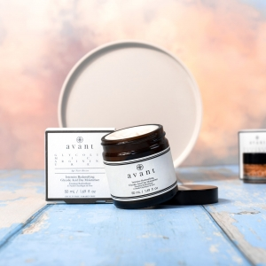 The Intensive Redensifying Glycolic Acid Day Moisturiser aims to offer a response to signs of skin slacking 👏  Its rich texture aims to provide optimal comfort and hydration to all skin types, even the most dry 💧 . . . #avantproductsofthemonth #glycolicacid #moisturiser #lipscrub #sleepingmask #skincareroutine #skincarehaul #avantskincare #cleanbeauty #crueltyfreebeauty #luxuryskincare #greenbeauty #skincarereview #sustainableskincare #skincareroutine
