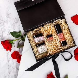 🌹EXCLUSIVE GIFT BOX GIVEAWAY🌹  To celebrate the launch of our gorgeous Rose Garden Collection, we're giving one of you the chance to win a box BEFORE THEY BECOME AVAILABLE!! You could be one of the very first people to own it ✨  TO ENTER: 1. Sign up through the link in our bio 2. Like this photo and follow us  3. Tag a friend or special someone who you know would love this box ❤️  Every comment counts as an entry as long as you're signed up, so get tagging!  The giveaway will close at 23:59 on Thursday the 28th of January and the lucky winner will be announced on the 29th 🌟  Good luck 🤞 . . . #giveaway #giveawaytime #skincaregiveaway #giftboxgiveaway #avantskincare #avantgiftbox #newlaunch #win #valentinescompetition #valentinesgifts #valentinesgiveaway #valentinesgiftideas #rosegarden #rosecollection #roseskincare #competition #competitiontime #giveawayentry