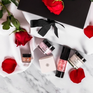 Only two days to go until the launch of our Rose Garden Collection gift box 🌹  Do you have any questions about our newest launch❓  Remember you can enter our giveaway to be one of the first to get your hands on it ❤️ . . . #newlaunch #giftbox #rosecollection #newproduct #giftset #skincaregifts #valentinesbox #valentinesgifts #valentinesgiftideas #avantskincare #avantproductsofthemonth #specialsomeone #treatyourself #roseskincare #facemask #serum #lipscrub #moisturiser